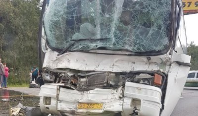 Три человека пострадали в ДТП с автобусом и грузовиком в Подмосковье