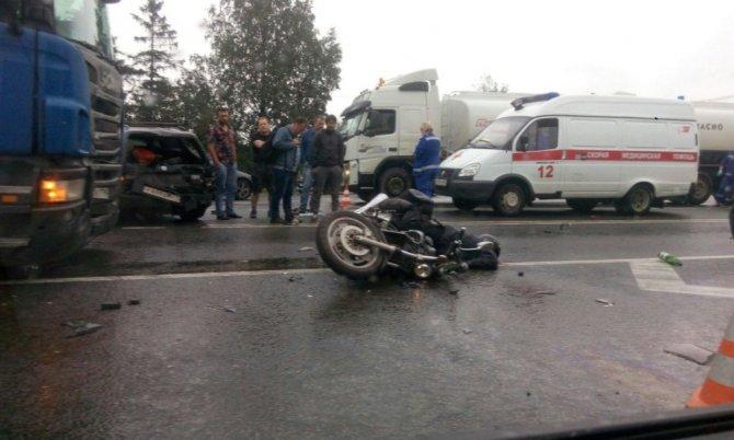 Мотоциклист с пассажиром погибли в ДТП в Гатчинском районе Ленобласти (1).jpeg
