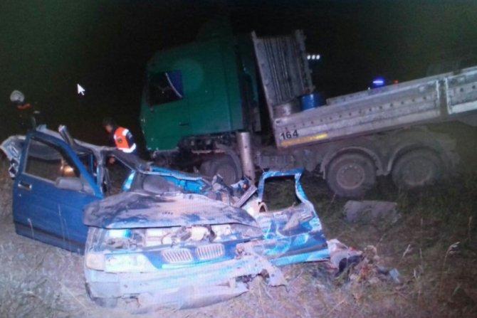21-летний водитель ВАЗа погиб в ДТП с грузовиком в Башкирии (2).jpg