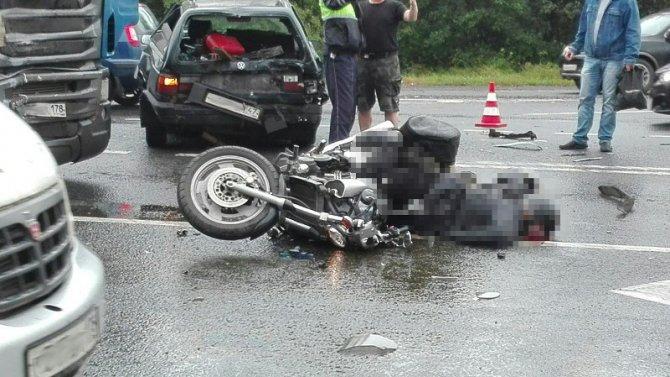 Мотоциклист с пассажиром погибли в ДТП в Гатчинском районе Ленобласти (2).jpg