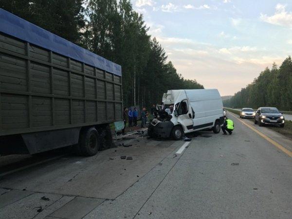 В ночном ДТП под Екатеринбургом один человек погиб и шестеро пострадали (4).jpg