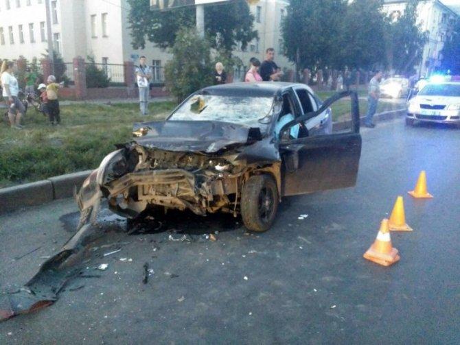 Водитель без прав погиб в ДТП с грузовиком в Уфе.jpg