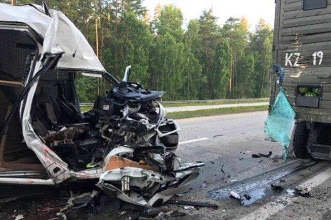 В ночном ДТП под Екатеринбургом один человек погиб и шестеро пострадали (1).jpg