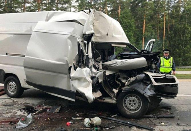 В ночном ДТП под Екатеринбургом один человек погиб и шестеро пострадали (2).jpg
