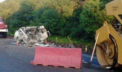 Под Орлом водитель иномарки погиб, врезавшись в каток