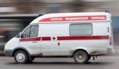 В Новокузнецке иномарка врезалась в бетонный блок: пострадали двое детей