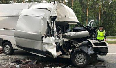 В ночном ДТП под Екатеринбургом один человек погиб и шестеро пострадали