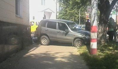 В Ульяновске после ДТП машина насмерть сбила 19-летнюю девушку