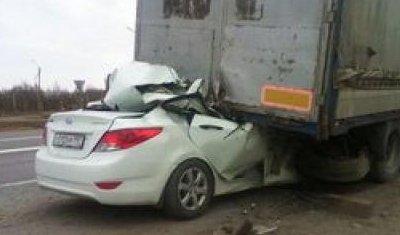 В ДТП с грузовиком в Азовском районе погибли три человека