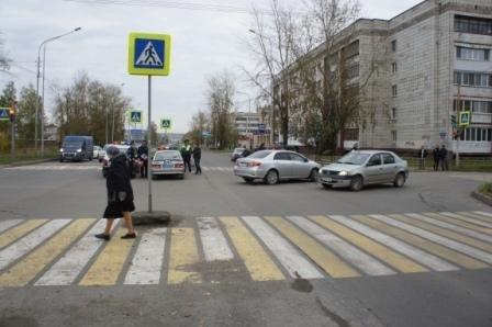 В Нижнем Тагиле после ДТП светофор упал на пешехода (1).JPG