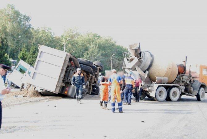 Два человека погибли при столкновении 6 автомобилей во Владимире (3).JPG