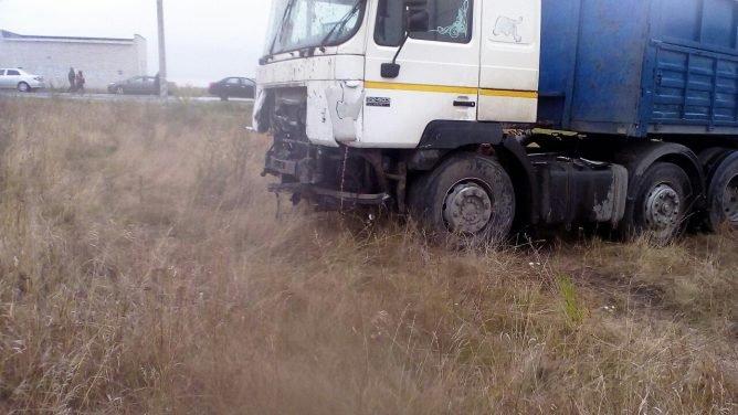 На трассе Магнитогорск – Южноуральск при столкновении фуры и Volkswagen Touareg погиб человек (1).jpg