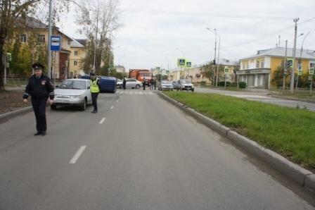 В Нижнем Тагиле после ДТП светофор упал на пешехода (3).JPG