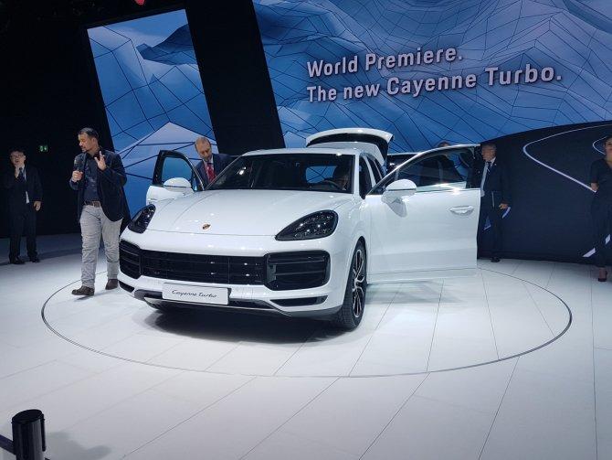 Porsche Cayenne Turbo на выставке во Фракфурте вид спереди.jpg