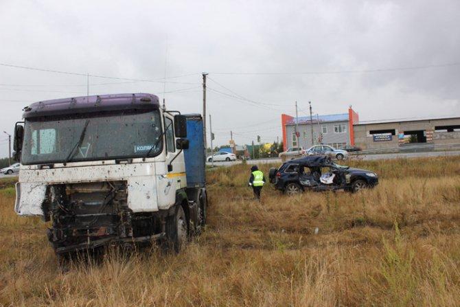 На трассе Магнитогорск – Южноуральск при столкновении фуры и Volkswagen Touareg погиб человек (4).jpg