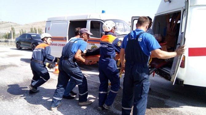 В Крыму три человека из ВАЗа погибли в лобовом ДТП с КамАЗом (3).jpg