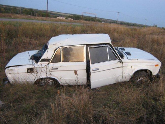 Пассажир ВАЗа погиб в опрокинувшемся автомобиле в Волгоградской области.jpg