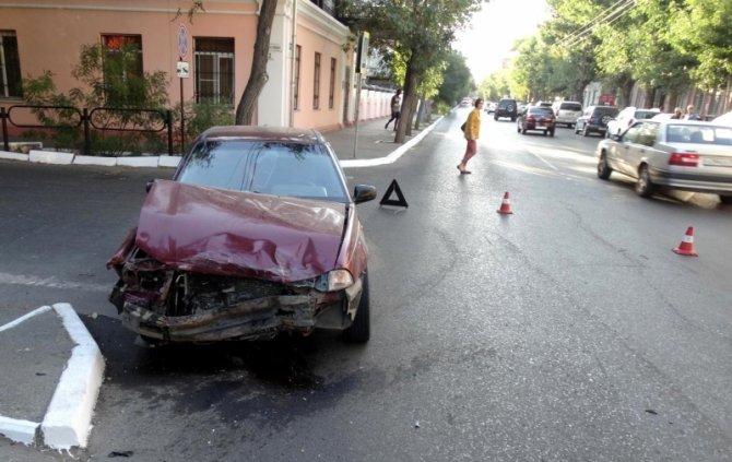 2-летняя девочка пострадала в ДТП с маршруткой в Астрахани (1).jpg