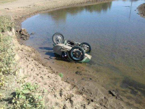 В Ташлинском районе мотоциклист погиб, опрокинувшись в реку.jpg