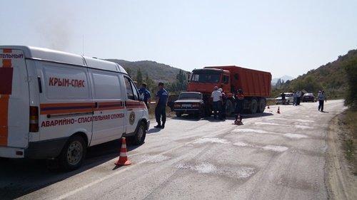 В Крыму три человека из ВАЗа погибли в лобовом ДТП с КамАЗом (1).jpg