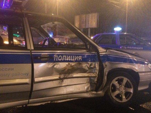 В Таганроге пьяный водитель протаранил патрульный автомобиль.jpg