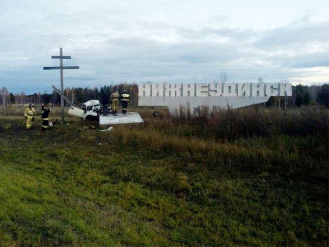 На въезде в Нижнеудинск ВАЗ врезался в стелу – водитель погиб (1).jpg