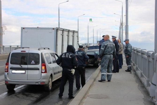 Два человека пострадали в массовом ДТП на мосту «Саратов – Энгельс» (12).jpg