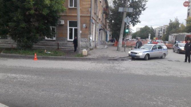 В Екатеринбурге «Нива» сбила 10-летнюю девочку на переходе (2).jpg