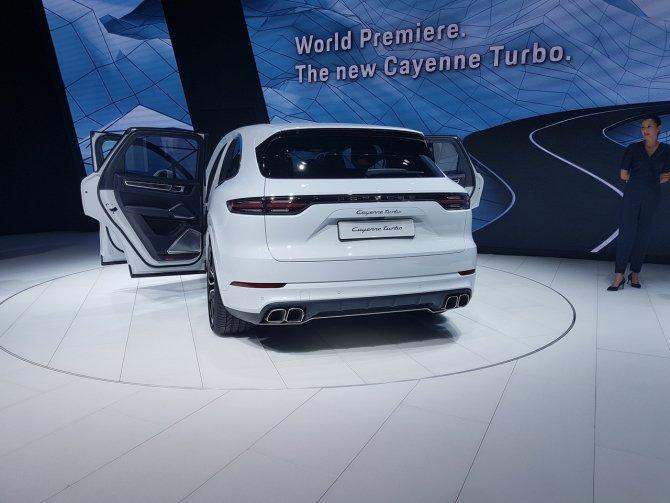 Porsche Cayenne Turbo на выставке во Фракфурте вид сзади.jpg