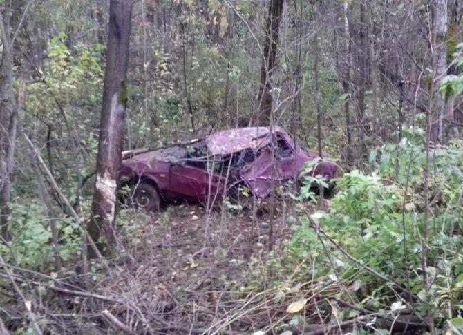 Два человека погибли в опрокинувшемся автомобиле в Соликамске.jpg