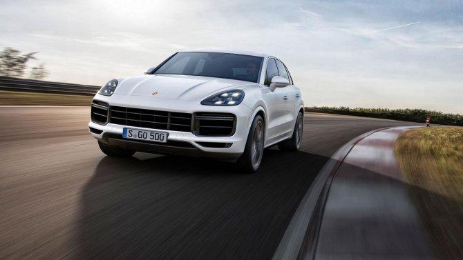 Porsche Cayenne Turbo на дороге.jpg