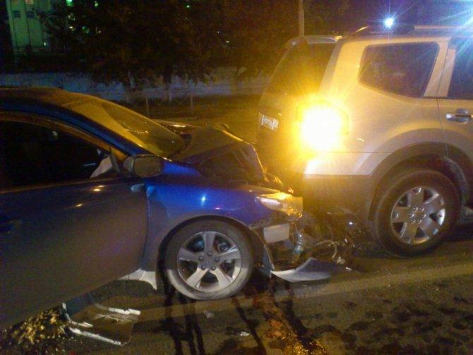 В Новосибирске в ночном ДТП столкнулись 4 автомобиля.jpeg
