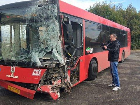 В Казани на улице Боевой столкнулись два автобуса (2).jpg