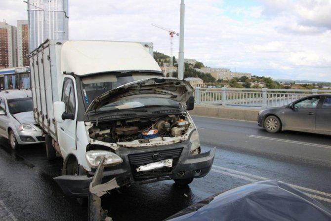 Два человека пострадали в массовом ДТП на мосту «Саратов – Энгельс» (14).jpg