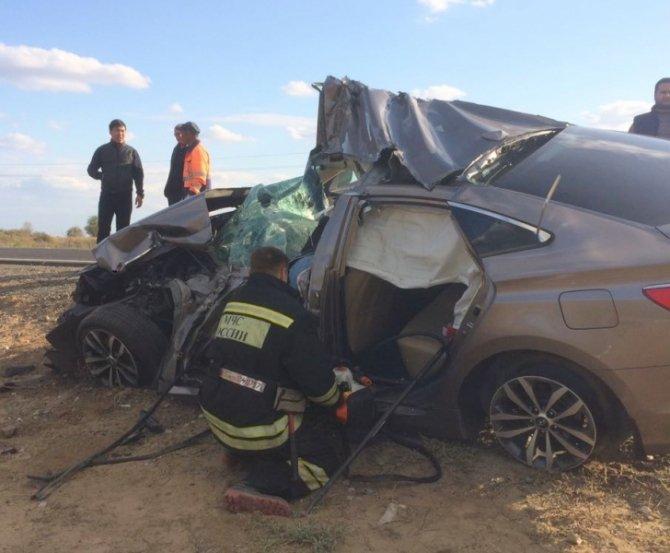 В ДТП с КамАЗом на астраханской трассе погиб водитель иномарки.jpg