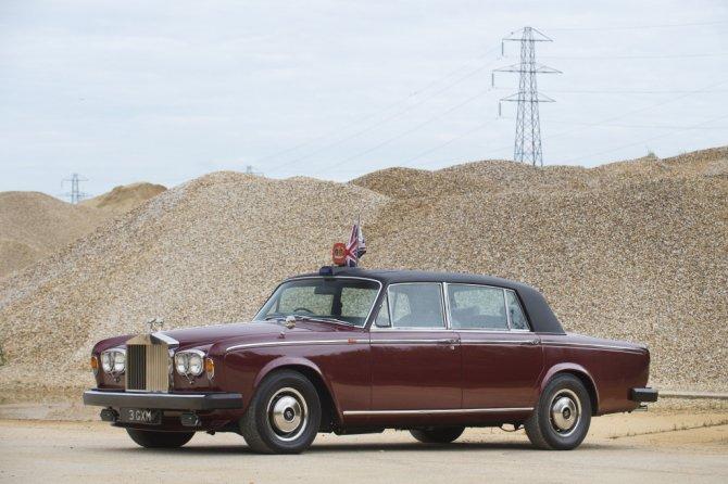 Королевский Rolls-Royce Silver Wraith II LWB Saloon, вид сбоку.jpg
