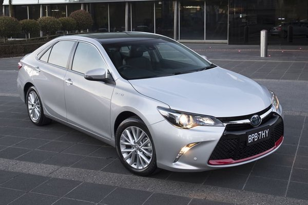 Toyota Camry Commemorative Edition 2017.jpeg