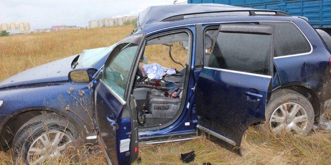 На трассе Магнитогорск – Южноуральск при столкновении фуры и Volkswagen Touareg погиб человек (3).jpg
