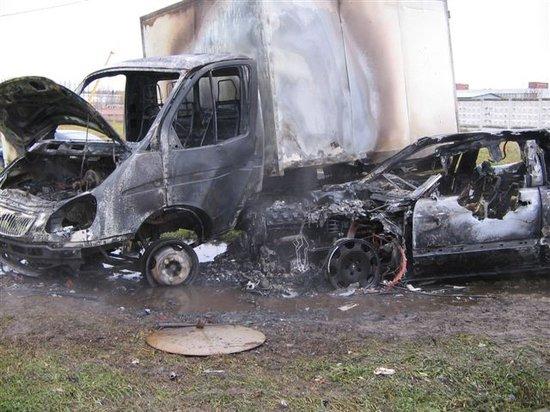 Два человека погибли в сгоревшей после ДТП иномарке в Камышине.jpg