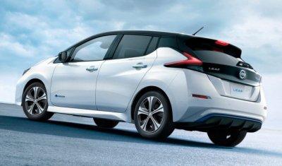 Nissan Leaf 2018: машина в гараже и электричество в доме