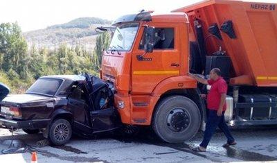 В Крыму три человека из ВАЗа погибли в лобовом ДТП с КамАЗом