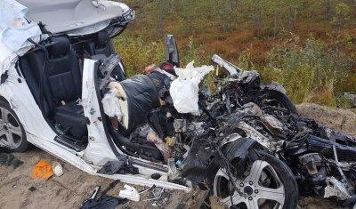Три человека, включая ребенка, погибли в ДТП с грузовиком в ХМАО