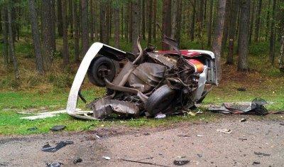 Под Приозерском ВАЗ разорвало на части в ДТП – погибла женщина