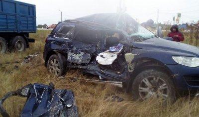 На трассе Магнитогорск – Южноуральск при столкновении фуры и Volkswagen Touareg погиб человек
