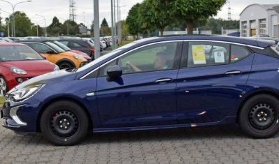 Новый хэтчбек Opel Astra GSi заснят фотошпионами почти без камуфляжа