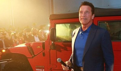 Арнольд Шварценеггер получил единственный в мире электрический Hummer