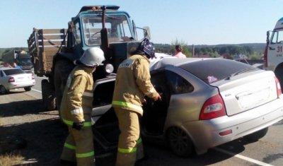 Один человек погиб и четверо пострадали в ДТП с трактором в Удмуртии