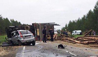 Два молодых человека погибли в ДТП с лесовозом в Архангельской области