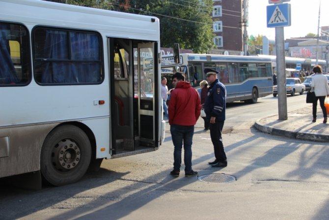 Два человека пострадали в ДТП с автобусом в Саратове (4)