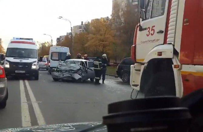 Серьезное ДТП на Маршала Захарова в Петербурге (4)